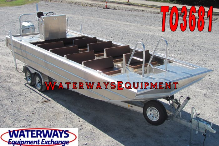 TO3681 - 16 PERSON TOUR BOAT